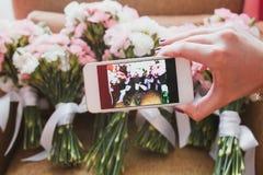Telefone da câmera de Smartphone que toma a foto Fotografia de Stock Royalty Free