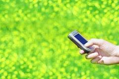 Telefone da mão e de pilha imagem de stock royalty free
