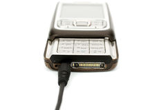Telefone de pilha que está sendo cobrado fotografia de stock royalty free