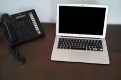 Telefone de VoIP perto do laptop Imagens de Stock