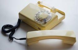 Telefone do amarelo de Оld com o monofone 0ff Imagens de Stock Royalty Free