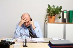 Telefone do gerente com seu chefe Imagens de Stock