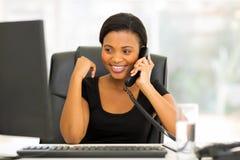 Telefone do trabalhador de escritório Imagens de Stock Royalty Free