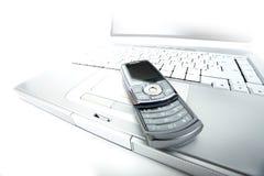 Telefone e computador portátil de pilha Foto de Stock