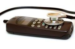 Telefone e estetoscópio quebrados imagens de stock