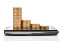 Telefone e moeda espertos Fotos de Stock Royalty Free