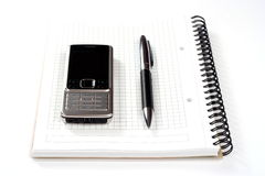 Telefone e pena do bloco de notas Imagem de Stock