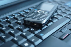 Telefone e portátil de pilha do conceito do negócio Fotos de Stock Royalty Free