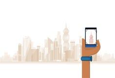 Telefone esperto da pilha da posse da mão que toma a foto da cidade moderna ilustração stock