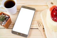 Telefone esperto na tabela da cafetaria Fotos de Stock Royalty Free