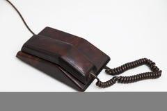 Telefone marrom estacionário do vintage velho com seletor e um tubo fotografia de stock
