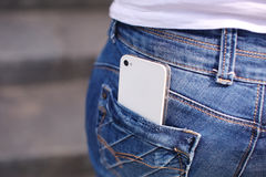 Telefone no bolso das calças de brim Imagem de Stock Royalty Free