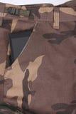 Telefone no bolso de calças da camuflagem/shor Imagem de Stock Royalty Free