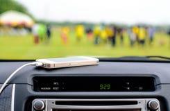 Telefone o carregador no carro, linha do carregador do foco Imagem de Stock Royalty Free