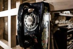 Telefone preto velho do seletor fotos de stock