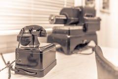 Telefone velho do vintage em um museu imagem de stock