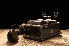 Telefone velho em condições empoeiradas e oxidadas. Fotografia de Stock Royalty Free