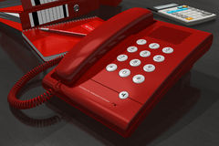 Telefone vermelho na tabela do escritório Fotografia de Stock Royalty Free
