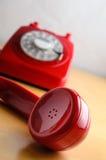 Telefone vermelho retro com o receptor fora do gancho Fotografia de Stock Royalty Free