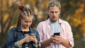 Telefonen missbrukar i gata lager videofilmer