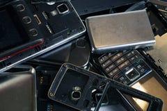 Telefones diferentes e smartphones não apropriados para o reparo Sucata eletrônica imagens de stock royalty free
