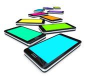 Telefoni astuti - schiera degli schermi colorati Fotografia Stock Libera da Diritti