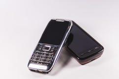 Telefoni cellulari antiquati isolati su fondo bianco Immagine Stock Libera da Diritti