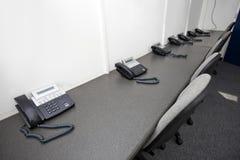 Telefoni e sedie della linea terrestre nell'emittente televisiva Fotografia Stock Libera da Diritti