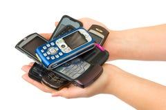 Telefoni mobili in mani della donna Immagini Stock
