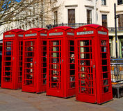 telefoni nell'icona britannica classica della scatola obsoleta di Londra e dell'Inghilterra Fotografie Stock Libere da Diritti