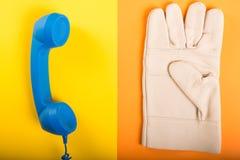Telefoniczny odbiorca i jeden ręki ochrony rękawiczka zdjęcie stock