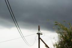 Telefoniczny słup na chmurnym dniu obraz stock