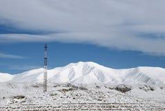 Telefonkontrollturm hoch in den Bergen lizenzfreies stockbild