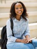 Telefono africano dello studente di college Fotografia Stock