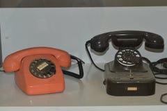 Telefono analogico antiquato del telefono d'annata immagini stock libere da diritti