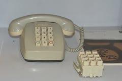 Telefono analogico antiquato del telefono d'annata fotografia stock