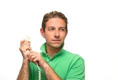 Telefono attraente della holding del giovane immagine stock libera da diritti