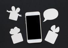 Telefono bianco con la scatola della bolla e di regalo del testo su fondo nero Immagini Stock