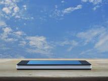 Telefono cellulare astuto moderno con lo schermo blu in bianco Fotografia Stock