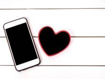 Telefono cellulare con il piccolo cuore del bordo Immagini Stock Libere da Diritti
