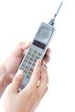 Telefono cellulare dell'annata della tenuta della mano dell'uomo Fotografia Stock Libera da Diritti