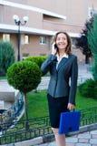 Telefono cellulare di conversazione della donna di affari Immagine Stock Libera da Diritti