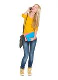 Telefono cellulare di conversazione sorridente della ragazza dello studente Fotografie Stock
