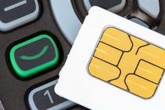 Telefono cellulare e carta SIM Fotografie Stock