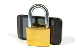 Telefono cellulare e lucchetto Immagini Stock Libere da Diritti