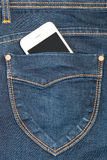 Telefono cellulare in jeans della tasca Fotografie Stock