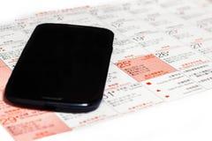 Telefono cellulare su un calendario. Fotografia Stock