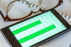Telefono cellulare, vetri e blocco note Immagini Stock Libere da Diritti