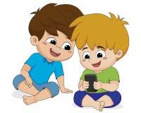 Telefono del gioco del bambino con l'amico Fotografia Stock Libera da Diritti