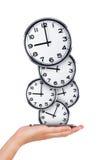 Telefono della tenuta della mano con gli orologi analogici Fotografia Stock